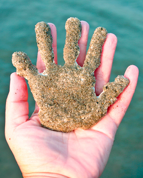 beach-craft-sand-handprint