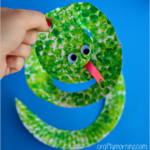 bubble-wrap-paper-plate-snake-art-project-