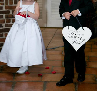 "DIY: ""Here Comes The Bride"" Heart Sign for a Wedding Ring Bearer or Dog"