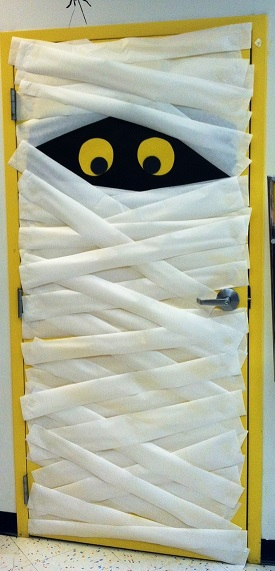 Fall door decoration ideas for the classroom crafty morning - Decoration de porte halloween ...
