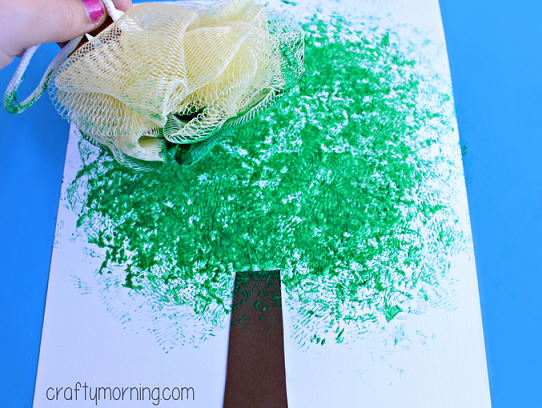 Make an apple tree craft using a pouf sponge crafty morning for Sponge painting for kids pictures