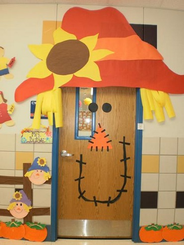 ... scarecrow-door-decoration & Fall Door Decoration Ideas for the Classroom - Crafty Morning