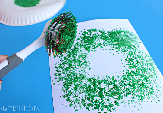 dish-brush-christmas-wreath-craft-for-kids-