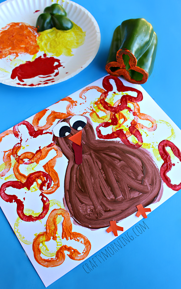 green-pepper-stamping-turkey-craft-for-kids