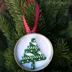 Mason Jar Lid Ornament (Straw Christmas Tree)