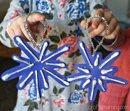 q-tip-snowflake-ornaments-for-kids-to-make