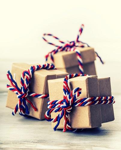 colored-yarn-gift-wrap-idea