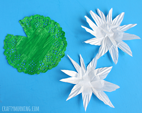 cupcake-liner-doily-lily-pad-craft