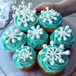 Easy Snowflake Cupcakes (DIY Toppers)