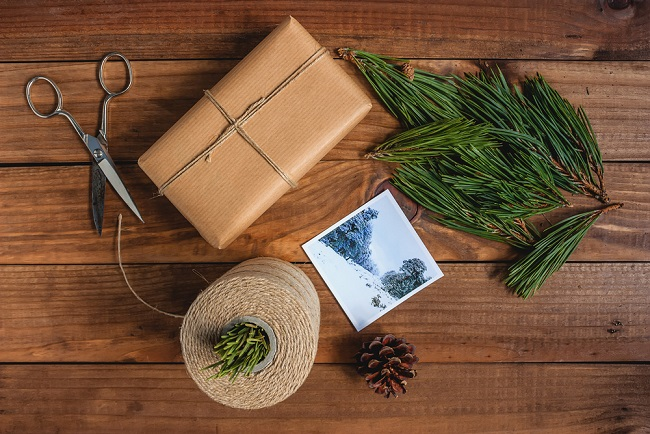 wreath-gift-wrap-idea