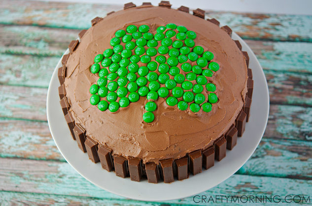 amazing-shamrock-kit-kat-cake-for-st-patricks-day