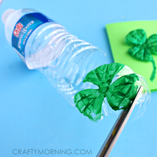 WATER-BOTTLE-CLOVER-CARD-ST-PATRICKS-CRAFT