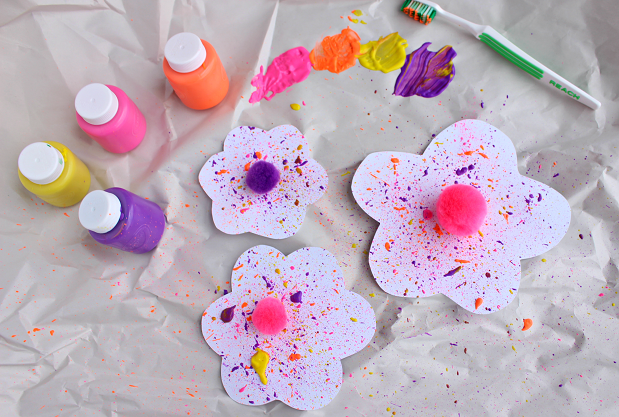 splatter-flowers-using-toothbrush-kids-craft