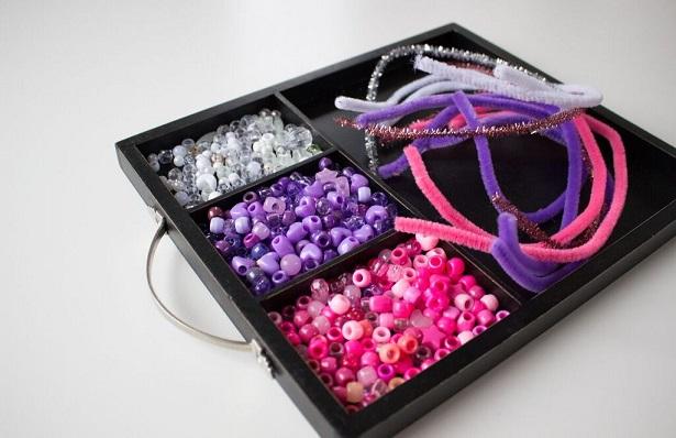 beaded-heart-ornaments-valentine-kids-craft-