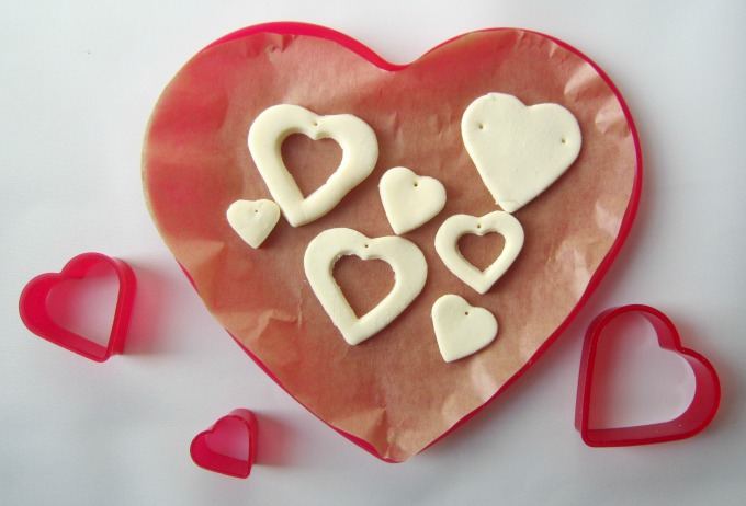 Making-DIY-clay-heart-pendants