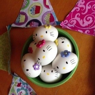hello-kitty-easter-eggs