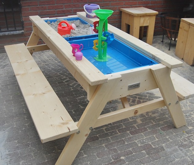 sand-water-table-summer-kids-activity