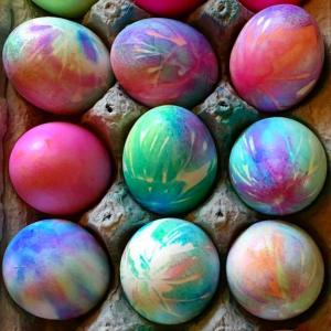 Tie-Dye Easter Egg Decorating Idea