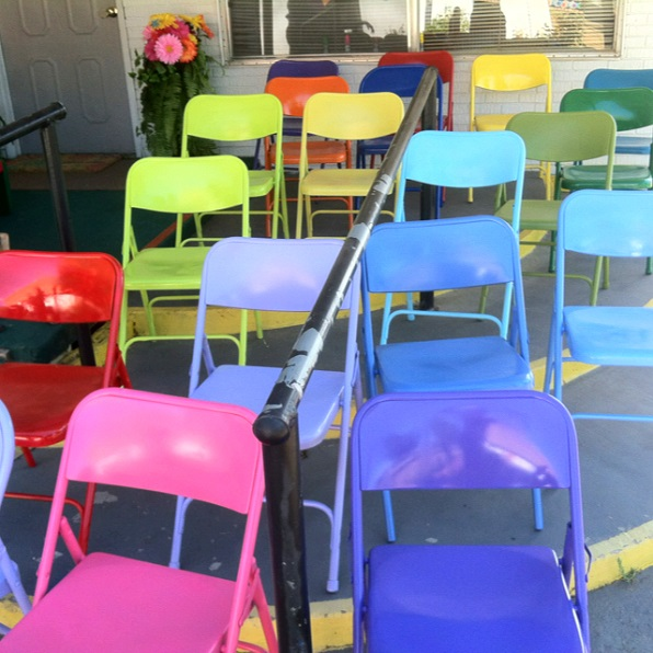 metal-folding-chair-makeovers-spray-paint-diy