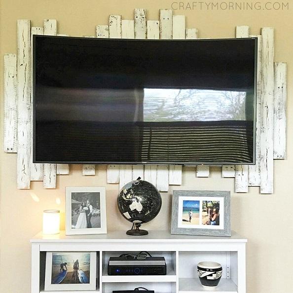 wood-pallet-framed-backdrop-for-tv