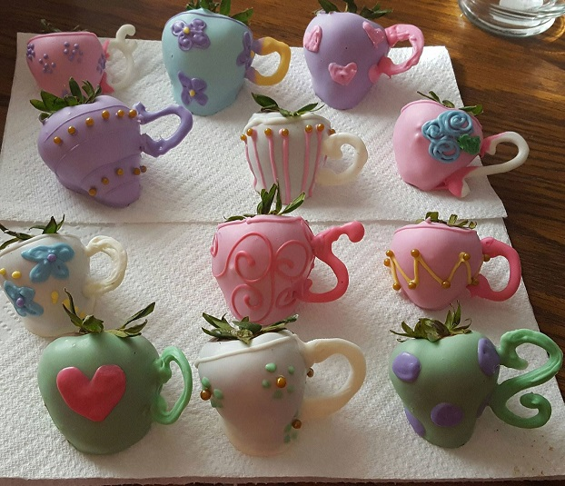 Decorating Cake With Frozen Strawberries : Strawberry Tea Party Treats - Crafty Morning