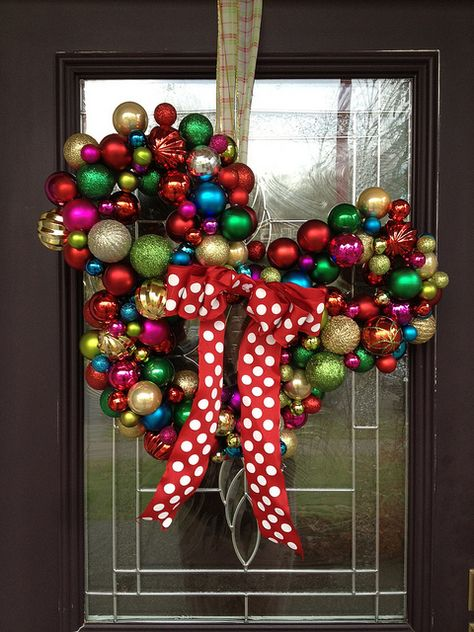 christmas-bulb-mickey-mouse-wreath