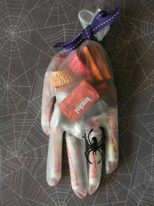 halloween-candy-glove-idea