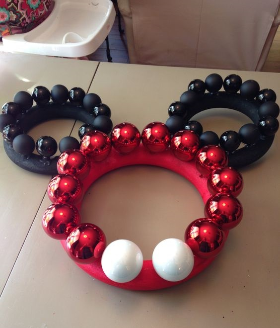 mickey mouse wreath - Homemade Mickey Mouse Christmas Decorations