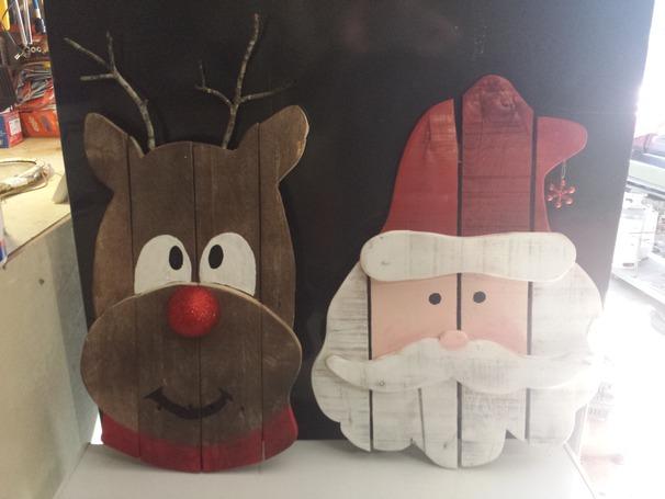 wood-pallet-reindeer-santa-christmas-decoratino