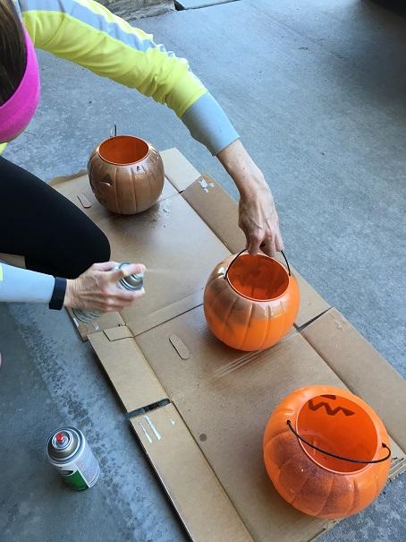 spray-paint-pumpkin-planters