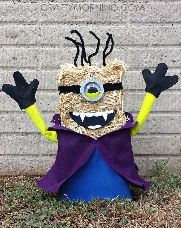 straw-bale-vampire-minion-halloween-decor
