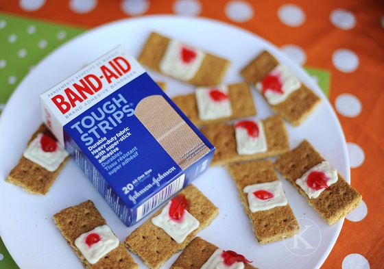 graham-cracker-bloody-bandaids-halloween-treat