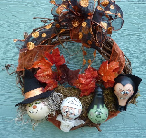 light-bulb-halloween-wreath