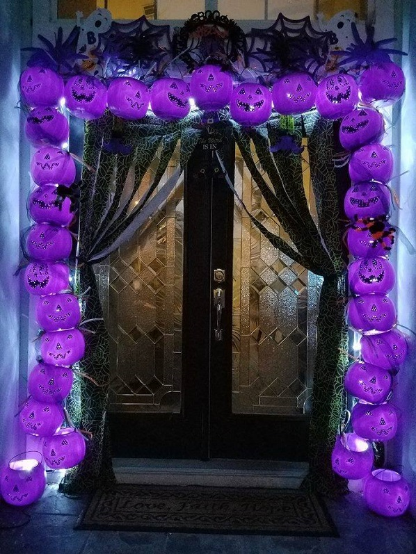 lighted-plastic-pumpkin-archway-halloween-decoration