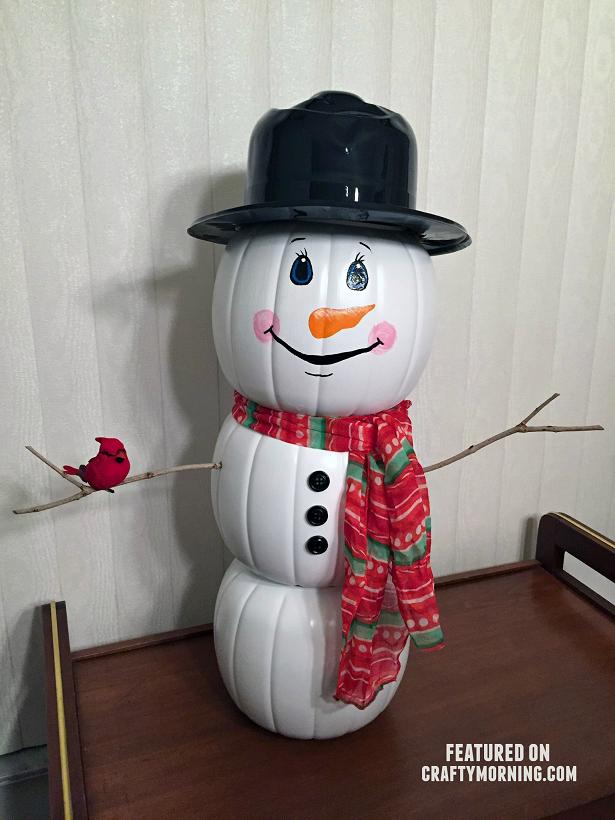 plastic-pumpkin-snowman-decoration