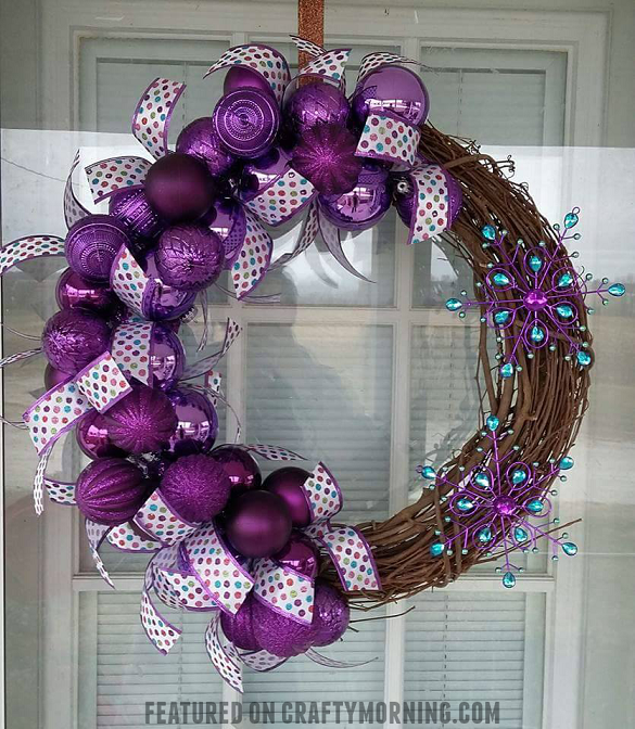 purple-winter-bulb-wreath