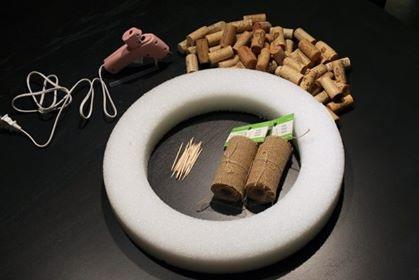 wine-cork-christmas-wreath-craft-diy
