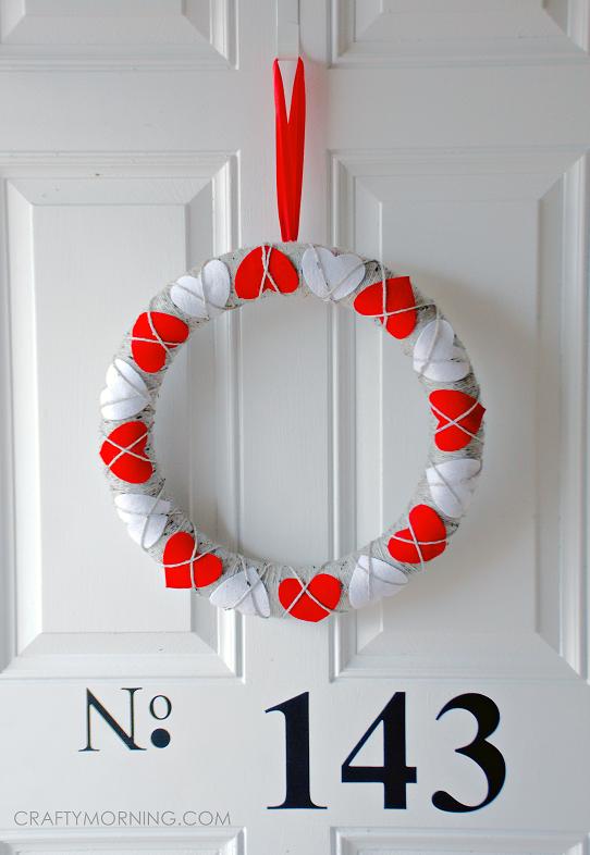 felt-heart-valentine-wreath