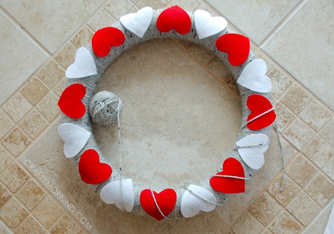 heart-yarn-felt-valentine-wreath
