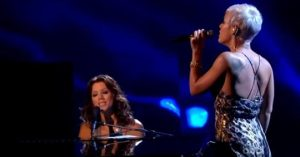 "Sarah McLachlan Sings ""Arms Of The Angel"" With Pink And Leaves The Audience Stunned And Speechless"